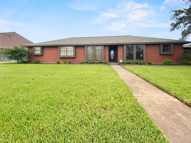 49 Colony Square, Angleton, TX 77515 (MLS #61639914) :: Front Real Estate Co.