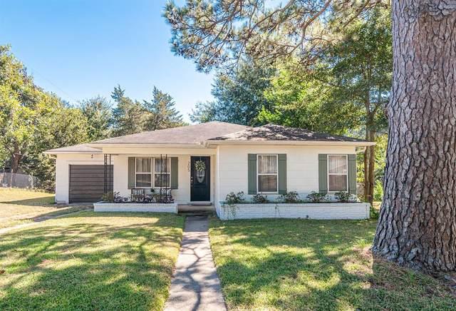 205 Hampshire Drive, Brenham, TX 77833 (MLS #61752833) :: The Home Branch