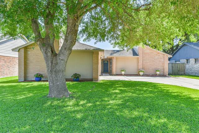17043 Coachmaker Drive, Friendswood, TX 77546 (MLS #61756802) :: Texas Home Shop Realty