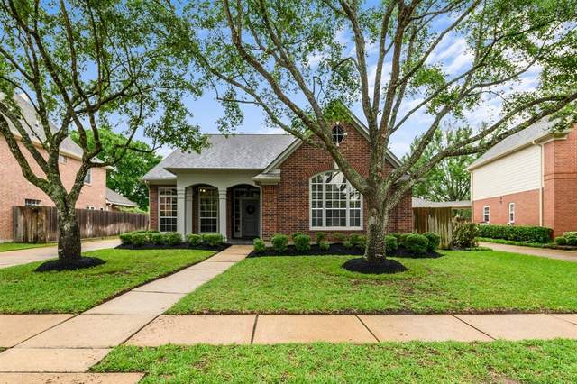 13627 Willow Heights Court, Houston, TX 77059 (MLS #61944880) :: The SOLD by George Team