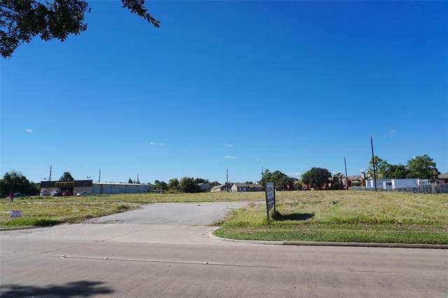 15045 Ella Boulevard, Houston, TX 77090 (MLS #61970577) :: Ellison Real Estate Team