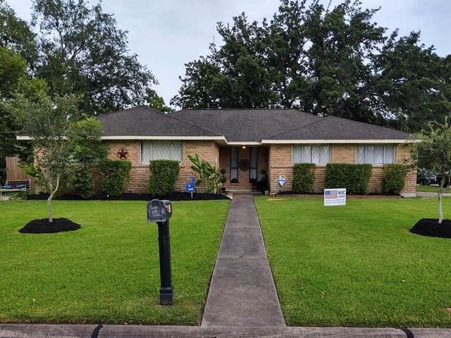 413 Stratmore Drive, Friendswood, TX 77546 (MLS #62063427) :: Ellison Real Estate Team