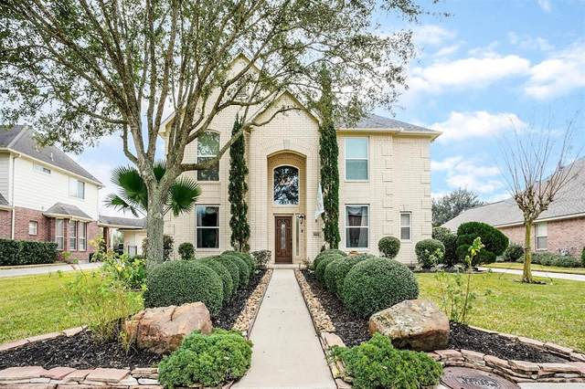 8604 Beacon Bend Lane Lane, Pearland, TX 77584 (MLS #62125565) :: Michele Harmon Team