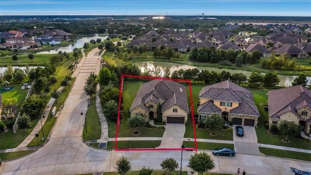 3 Lake View Loop, Fulshear, TX 77441 (MLS #62215864) :: Texas Home Shop Realty