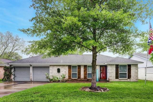 15747 Wandering Trail, Friendswood, TX 77546 (MLS #62317791) :: Christy Buck Team