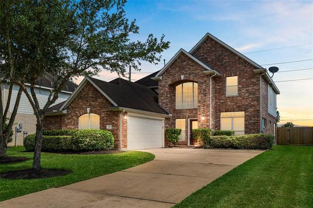 11312 Starlight Bay Street, Pearland, TX 77584 (MLS #62322964) :: The SOLD by George Team