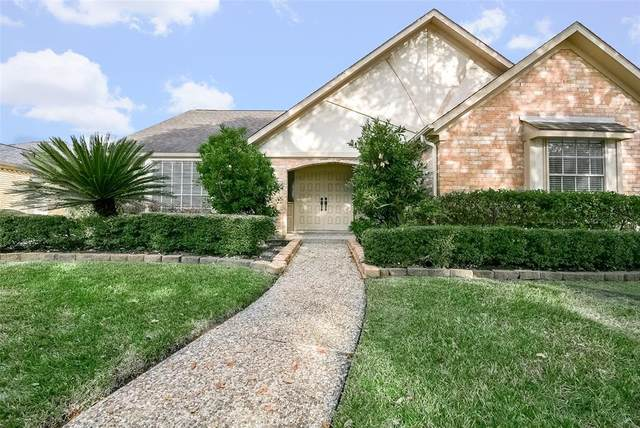 1717 Country Club Boulevard, Sugar Land, TX 77478 (MLS #62382297) :: Michele Harmon Team