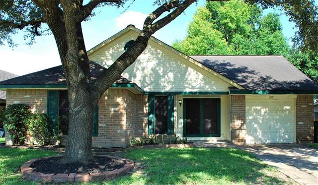 1119 Oxford Drive, Pearland, TX 77584 (MLS #62573989) :: The Heyl Group at Keller Williams