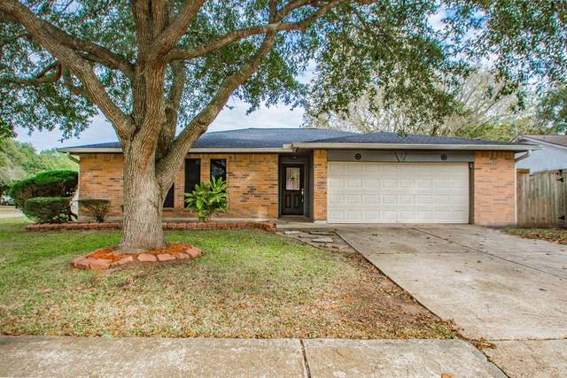 1 Sarita Road, Angleton, TX 77515 (MLS #62708628) :: The Property Guys