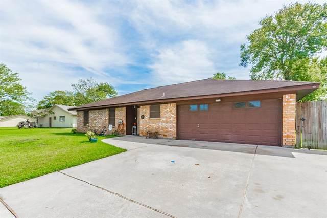 203 Hickory Street, Lake Jackson, TX 77566 (MLS #62783086) :: Caskey Realty