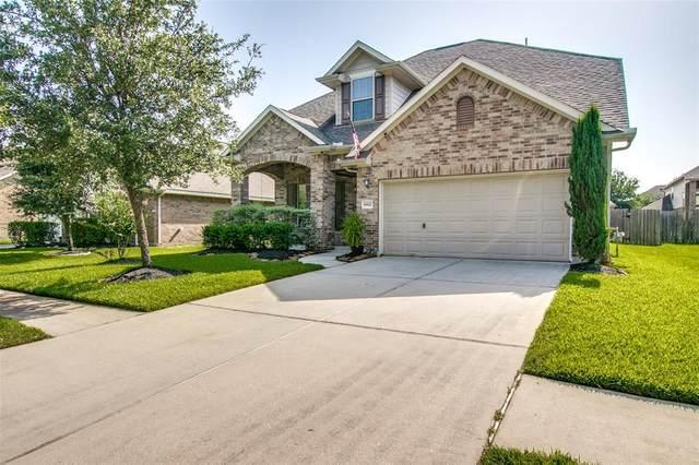 6822 Hunters Creek Lane, Baytown, TX 77521 (MLS #63331219) :: NewHomePrograms.com