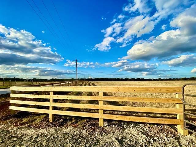 8207 South Hickory Loop, Calvert, TX 77837 (MLS #63399592) :: Homemax Properties