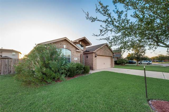 9818 Onyx Trail Drive, Rosharon, TX 77583 (MLS #63415152) :: The Freund Group