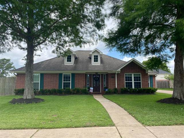 2012 Stapleton Drive, Friendswood, TX 77546 (MLS #63654535) :: The SOLD by George Team