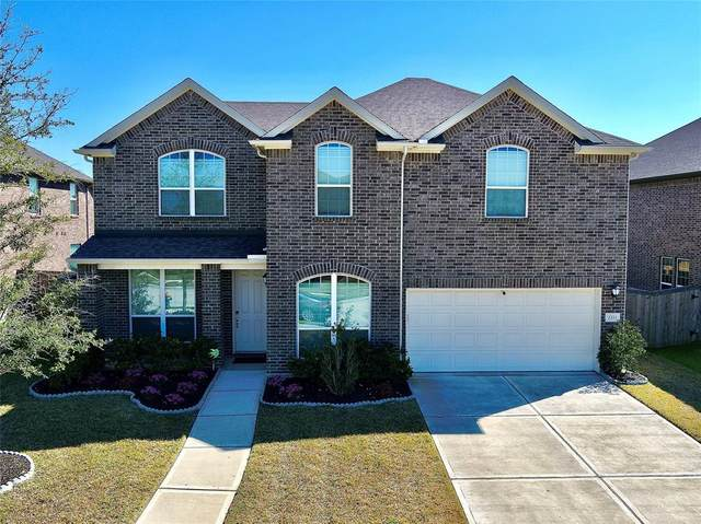 2211 Churchill Cove Lane, Pearland, TX 77089 (MLS #63853255) :: CORE Realty