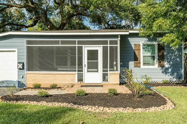 209 Jasmine Street, Lake Jackson, TX 77566 (MLS #63868512) :: Lerner Realty Solutions