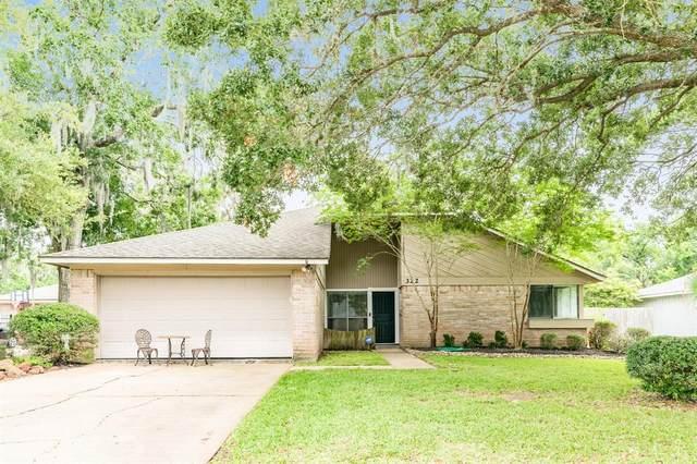 322 Banyan Street, Lake Jackson, TX 77566 (MLS #63964529) :: Guevara Backman