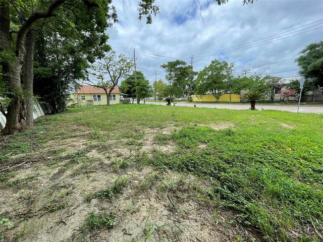 1301 Pine Street, Baytown, TX 77520 (MLS #64022482) :: My BCS Home Real Estate Group