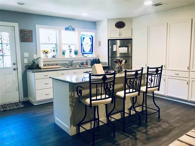 10 Lakeway Street, Panorama Village, TX 77304 (MLS #64283654) :: Johnson Elite Group