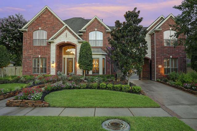 208 Salmon Creek Lane, Friendswood, TX 77546 (MLS #64567025) :: REMAX Space Center - The Bly Team