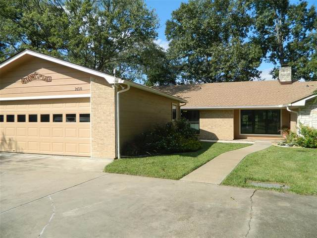 1450 Lakeside Drive, Huntsville, TX 77320 (MLS #64636014) :: The SOLD by George Team
