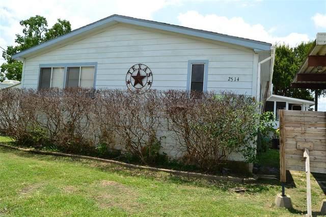 2514 Bay Oaks Harbor Drive, Baytown, TX 77523 (MLS #64712684) :: The Bly Team