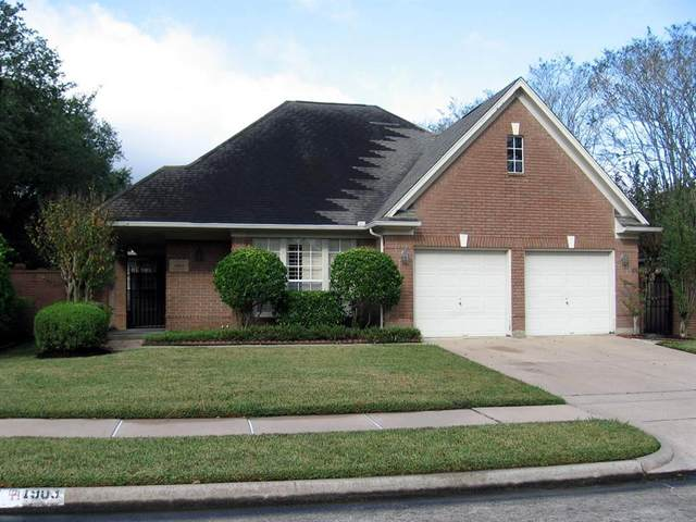 1903 Carriage Brook Way, Houston, TX 77062 (MLS #64817368) :: The Bly Team