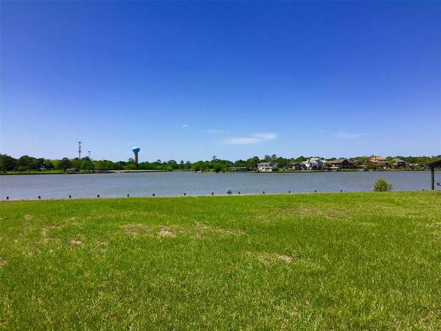 205 Lakeshore Drive, Seabrook, TX 77586 (MLS #64868747) :: The SOLD by George Team