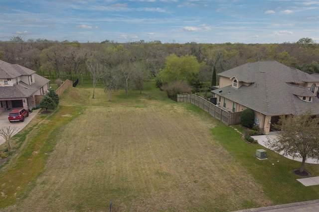 413 Hunters Lane, Friendswood, TX 77546 (MLS #66397846) :: Texas Home Shop Realty
