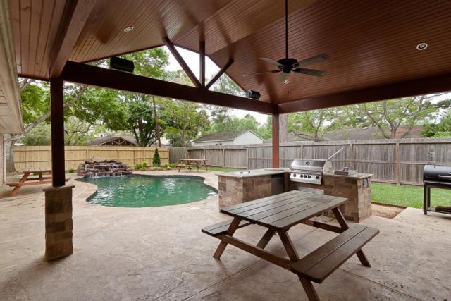 610 Heather Lane, Friendswood, TX 77546 (MLS #66706947) :: Christy Buck Team