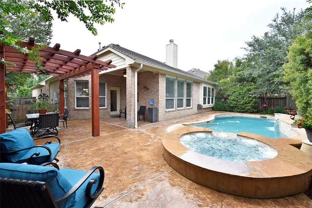 2 Dragon Hill Place, The Woodlands, TX 77381 (MLS #67131862) :: The Sansone Group