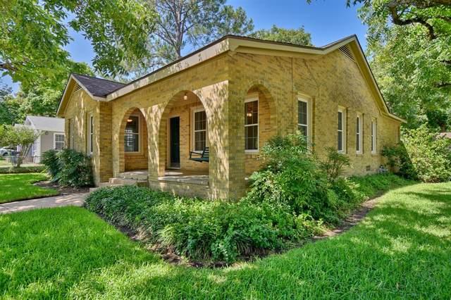 1700 Jackson, Brenham, TX 77833 (MLS #67142440) :: The Home Branch