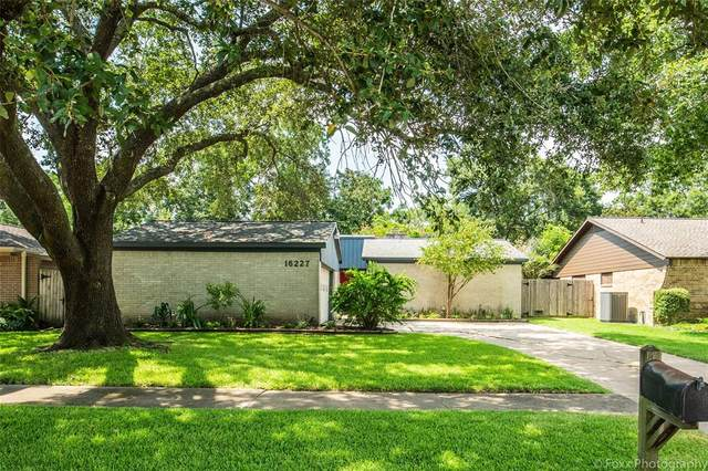 16227 Mill Point Drive, Houston, TX 77059 (MLS #67410824) :: The SOLD by George Team