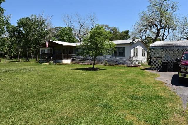 236 N Glenwood N, Van Vleck, TX 77482 (MLS #67597239) :: The SOLD by George Team