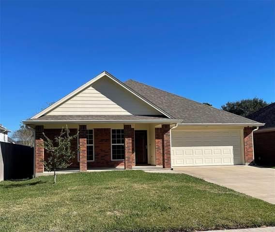 328 Lasso Street, Angleton, TX 77515 (MLS #67598159) :: Lerner Realty Solutions