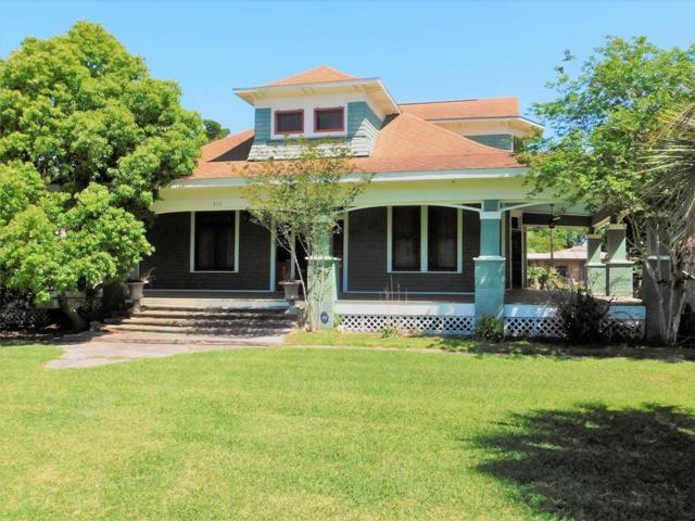 210 Morton Avenue, Palacios, TX 77465 (MLS #67641119) :: Texas Home Shop Realty