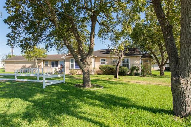503 E Main Street, Weimar, TX 78962 (MLS #67685308) :: Connell Team with Better Homes and Gardens, Gary Greene