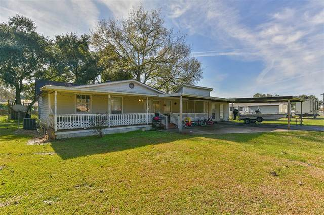 402 Lee Avenue, Anahuac, TX 77514 (MLS #67753001) :: The Home Branch