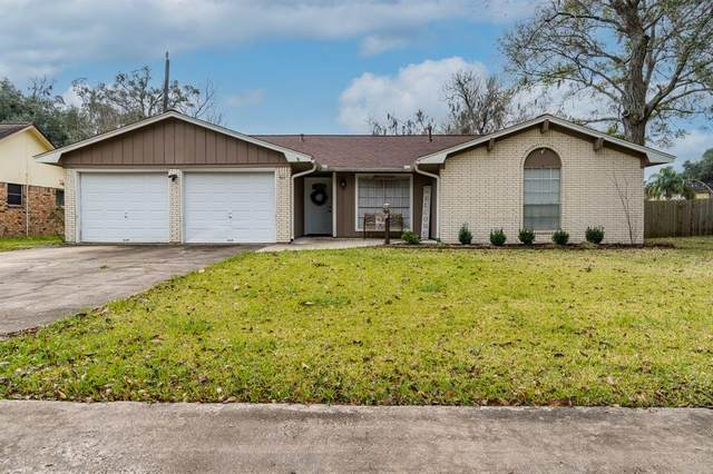 411 Petunia Street, Lake Jackson, TX 77566 (MLS #67907288) :: The Bly Team