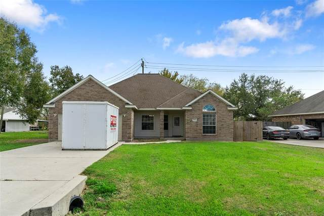 11224 Cherry Point Drive, Mont Belvieu, TX 77535 (MLS #67966544) :: Michele Harmon Team