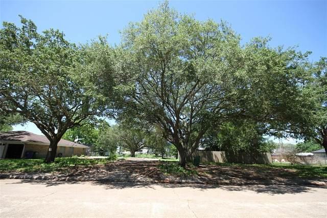 309 Linden Street, Angleton, TX 77515 (MLS #67972116) :: Michele Harmon Team
