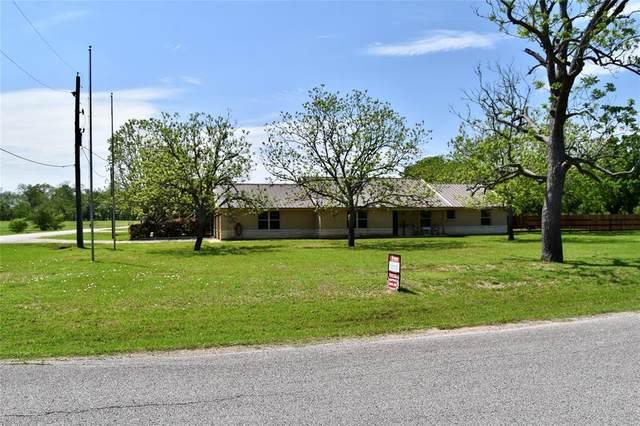 909 Baker Rd, Rosenberg, TX 77471 (MLS #68498631) :: Michele Harmon Team