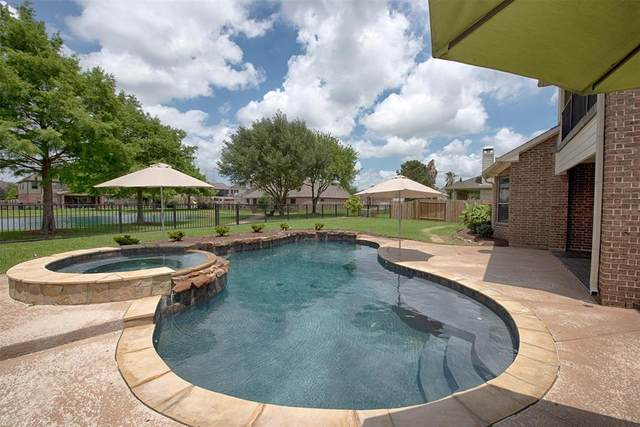6128 Bradford Lane, League City, TX 77573 (MLS #6867156) :: My BCS Home Real Estate Group