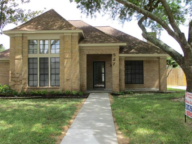 527 Gleneagles Drive, Friendswood, TX 77546 (MLS #68911735) :: The SOLD by George Team