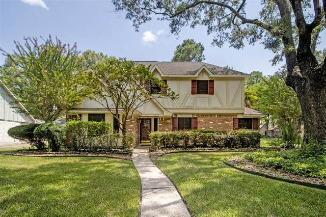 1802 Clover Spring Drive, Kingwood, TX 77339 (#69068889) :: ORO Realty