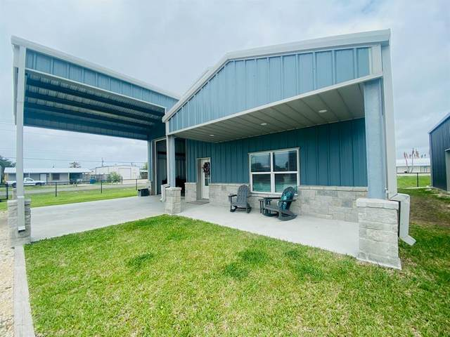 242 N Byers, Port O Connor, TX 77982 (MLS #6908309) :: Michele Harmon Team