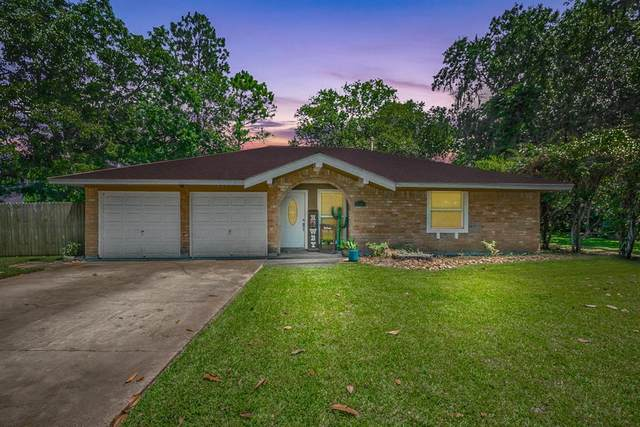 237 N Amherst Drive, West Columbia, TX 77486 (MLS #69199242) :: The Freund Group