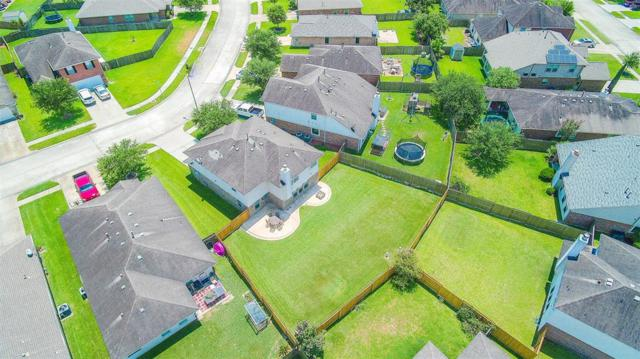 133 Bright Brook Lane, Dickinson, TX 77539 (MLS #69215420) :: Texas Home Shop Realty