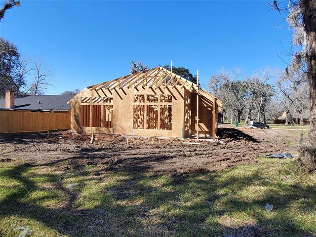 325 Freeman Boulevard, West Columbia, TX 77486 (MLS #69724710) :: The Home Branch