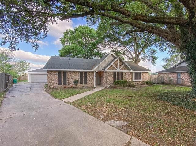 2901 Castle Court, Pearland, TX 77581 (MLS #69779701) :: Christy Buck Team